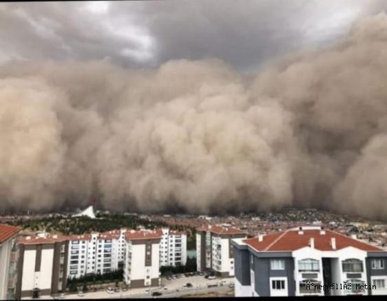 Ankara'nın Polatlı ilçesinde yaşanan kum fırtınası