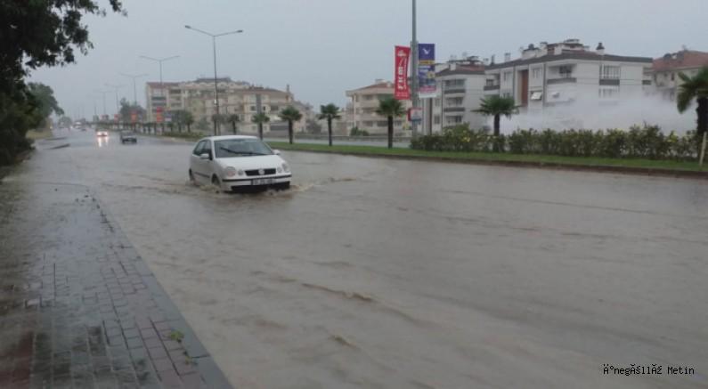 Bursa'da beklenen yağış hayatı felç etti