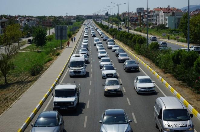 Dönüş trafiği başladı! Bursa ve İstanbul yolu tıkandı