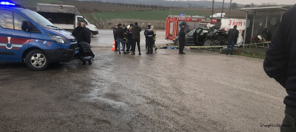 Duvara çarpan araçta 1 kişi hayatını kaybetti.