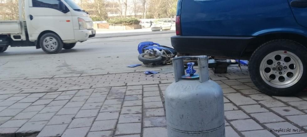 Otomobil ile çarpışan şarjlı motosikletin sürücüsü yaralandı
