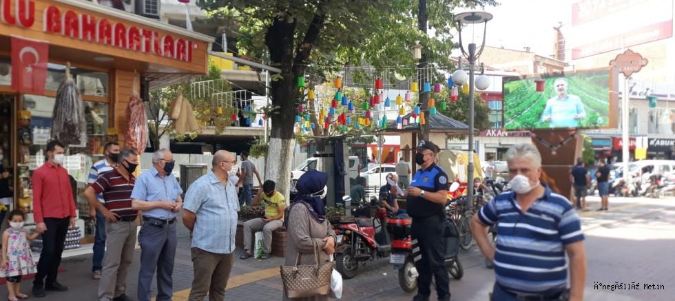 Toplum destekli polisler, virüsün yayılımını önlemek için vatandaşları bilgilendiriyor