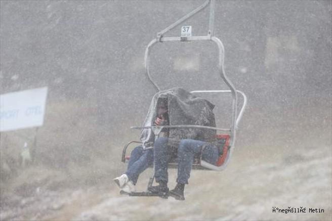 Uludağ'a mevsimin ilk kar yağışı düştü